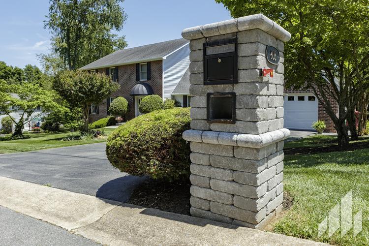 Sentinel-100-Mailbox-Garden-Features-Outdoor-Living-2